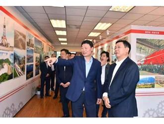 省政府副省长王凤朝前往经济和信息化厅开展调研